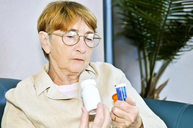 5_Ways_You_Can_Help_Mom_Manage_Her_Medications.jpg